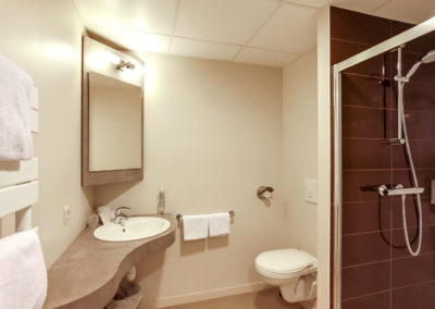 hotel-le-galion-chambre-familiale-sdb